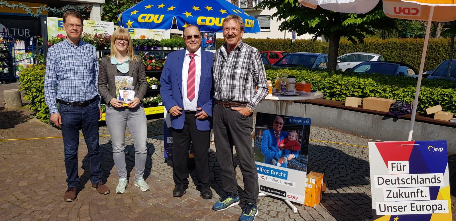 Kandidaten am Wahlkampfstand in Pliezhausen